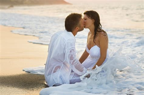couple wallpaper with thought romantic couple kiss at the beach love hd desktop
