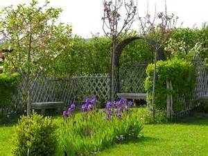 les jardins remarquables de salagon dans les alpes de