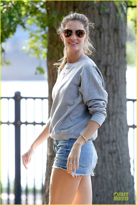 Gisele Bundchen Plays With Balls In by Gisele Bundchen And Tom Brady Page 69 Purseforum