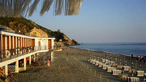 bagni arcobaleno deiva marina strandcabines en strand hotel bagni deiva marina
