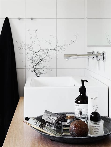 bathroom nick nacks 1000 ideas about perfume organization on pinterest