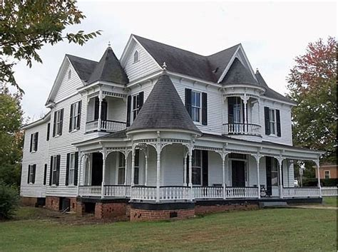 the lure of victorian architecture downtown avenue queen anne victorian home 617 virginia ave clarksville