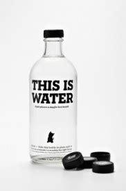 À travers le monde, l'eau de table s'habille – Design