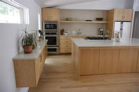 maple kitchen cabinets with quartz countertops pin by joyce on home ideas pinterest