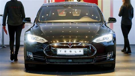 Tesla Auto Deutschland Tesla Plugs A More Premium Model S As New Buyers Look