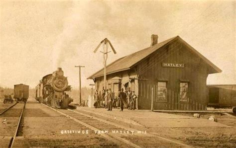 hatley wi railroad depot early 1900s familyoldphotos