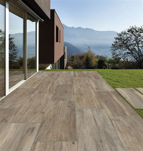 pavimento da esterno in legno pavimenti per l esterno effetto legno e pietra cose di casa