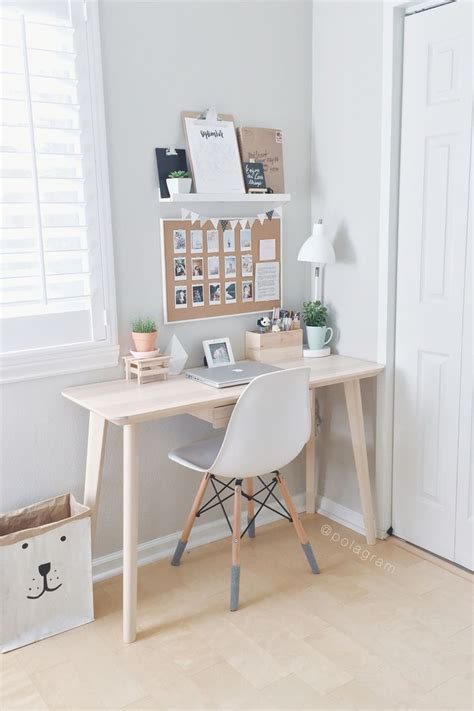 small bedroom desk best 25 minimalist bedroom ideas on pinterest