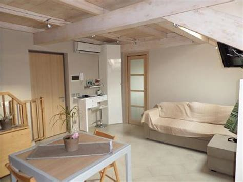 mansarde arredate foto ladispoli attico mansarda ristrutturata con tetto in legno
