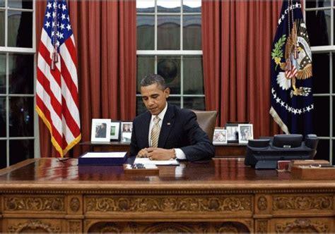 obama at desk 7 senate democrats urge obama to declassify information