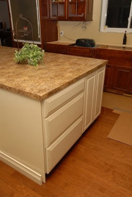 Farmhouse Sink Laminate Countertop by 23 Best Images About Kitchen On Maple Cabinets