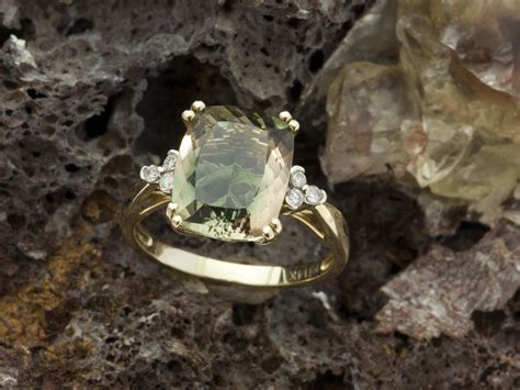 Mexican Agate 4 2ct 4 2ct green sunstone gold ring with diamonds