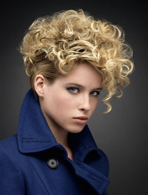haircuts and styles chino short blonde hairstyle with curls that cover the forehead