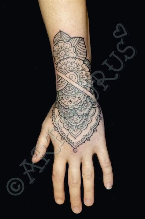 tattoo hand girly best 25 girly hand tattoos ideas on pinterest tattoos