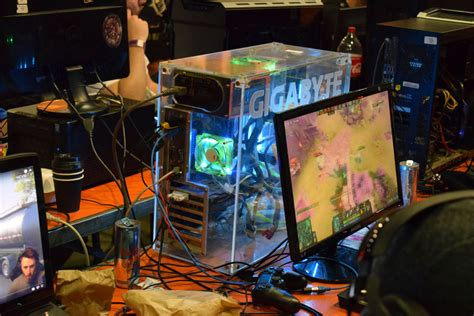 coolest pc rigs coolest gaming pcs from the nag lan at 2017