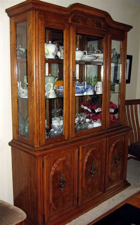 vintage broyhill china cabinet hutch 2 56w 17d 80 h