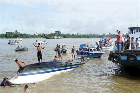 speed boat indonesia at least eight dead as speedboat capsizes off indonesia s