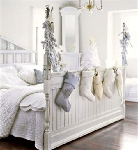 bedroom christmas decorating ideas 32 adorable christmas bedroom d 233 cor ideas digsdigs