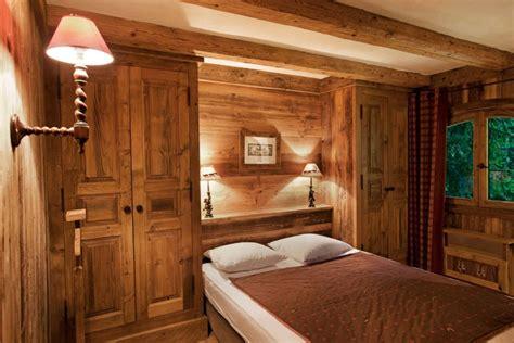 schrank zimmer einrichten 30 ideen f 252 r schlafzimmer einrichtung im stil chalet