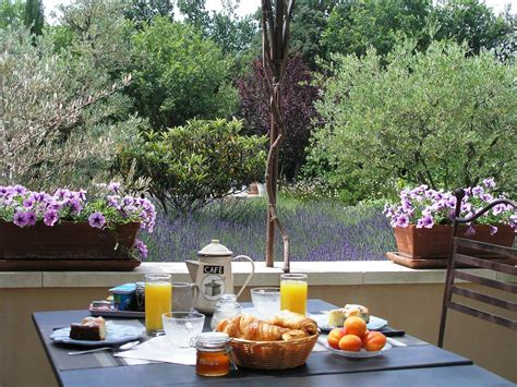 le petit patio orange the breakfast bed and breakfast luberon clos des lavandes