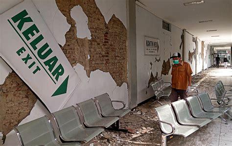 earthquake jakarta post banyumas hospital severely damaged after quake national
