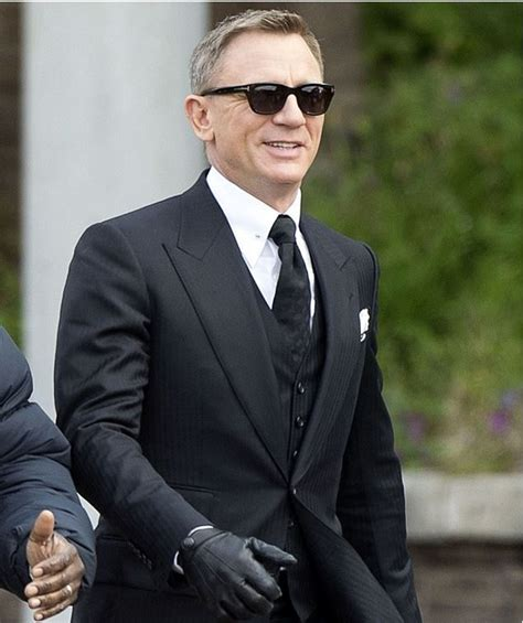 tom ford bond sunglasses bond bond wearing tom ford snowdon s sunnies 237