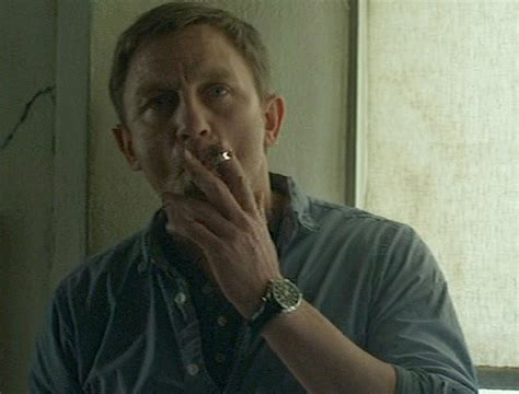 watch girl with the dragon tattoo daniel craig as mikael blomkvist wears a in the
