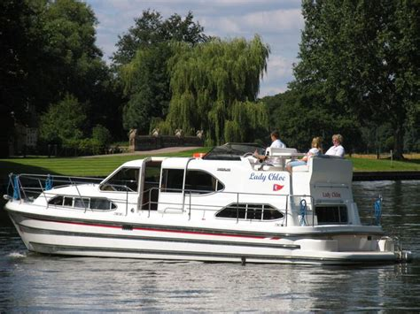 thames river boat holidays 17 best images about boating holidays on the river thames