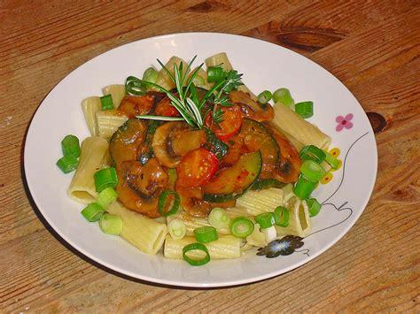 zucchini möhren kuchen nudeln schmoren rezepte mit chignons zucchini
