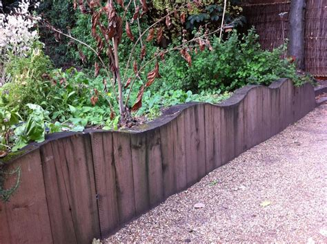 Garden Sleeper Wall by Chelsea Garden S Retaining Wall With Railway Sleepers