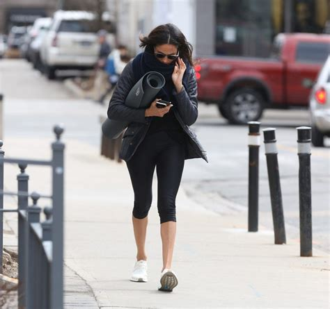 meghan markle toronto meghan markle spotted headed to yoga class in toronto