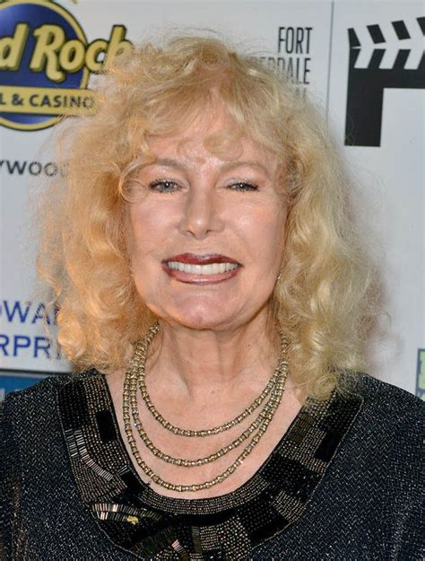 photos of hot lips houlihan loretta swit i m nothing like hot lips houlihan