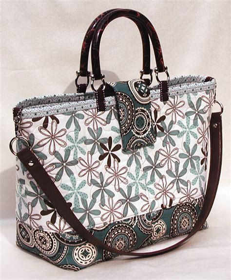 Quilt Purses by Add A Detachable Shoulder To Your Quilted Tote Or