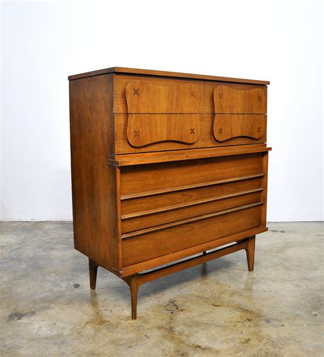 The gallery for   > Vintage Bassett Furniture