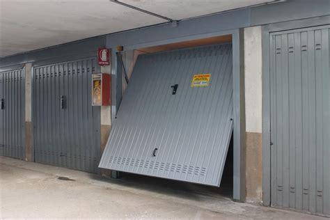porte per box auto porte basculanti per garage bertuzzi