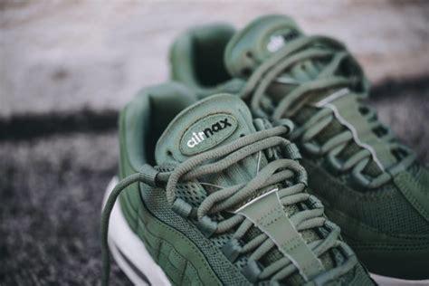 Kaos Kaki Nike Air White 02 nike air max 95 desert sneakers addict