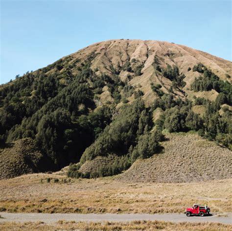 melewati gunung batok menuju gunung bromo daily voyagers