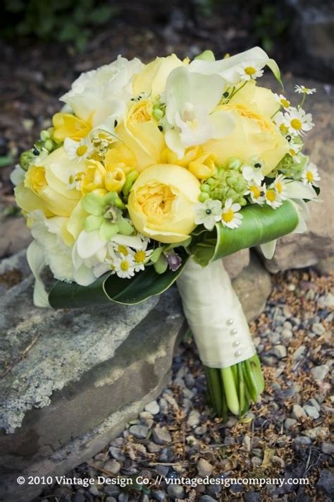 Wedding Bouquet Yellow by 25 Best Ideas About Yellow Wedding Flowers On