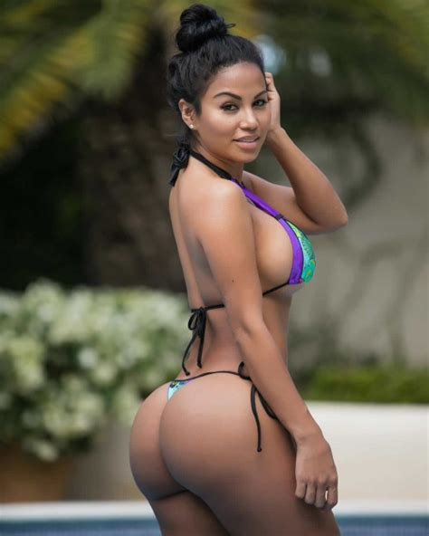 dolly castro big booty nicaraguan fitness model weekend fitspo sensual sideboob and thick phat booty of