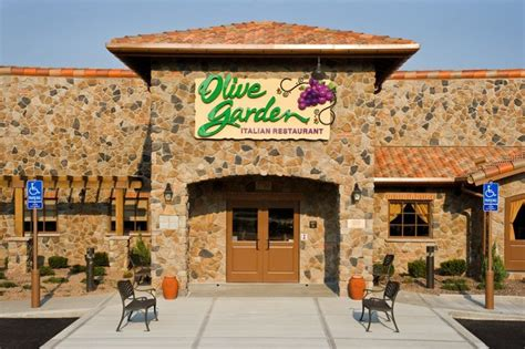 Olive Garden Resturant by Olive Garden American Flag Display Would Disrupt The