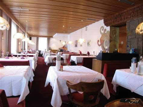 speisesaal tisch abstand poi hotel central region tsch 246 gglberg