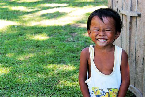 Set Smile Kid Uq come donare un sorriso a un bambino a natale con un selfie bigodino