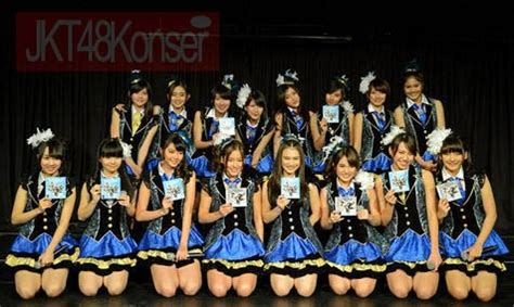 Cd Jkt48 Flying Get Theater Version konser jkt48 jkt48 5th single cd flying get launching