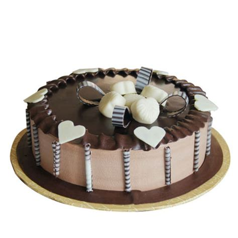 Order for 1 kg Chocolate Cake From Yummycake at Best Price.