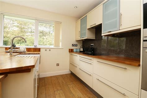 holiday kitchen cabinet reviews pebbles croyde holiday cottages ocean cottages
