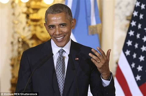 barack obama criticized for hiding his wedding ring while