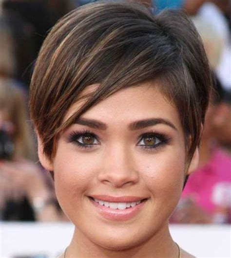 hair shaped around fce 14 best short haircuts for women with round faces