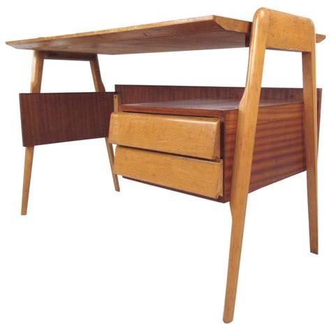 Mid Century Italian Modern Writing Desk For Sale At 1stdibs Mid Century Modern Writing Desk