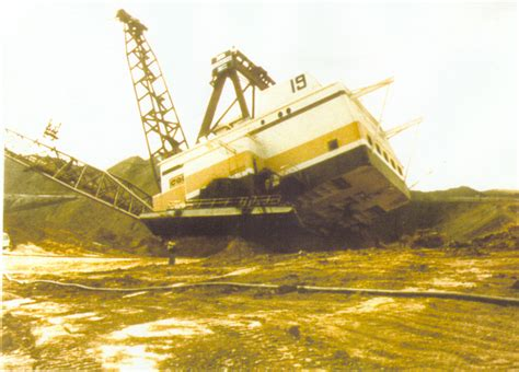 Dragline Operator by Mining Dragline Bench Failure