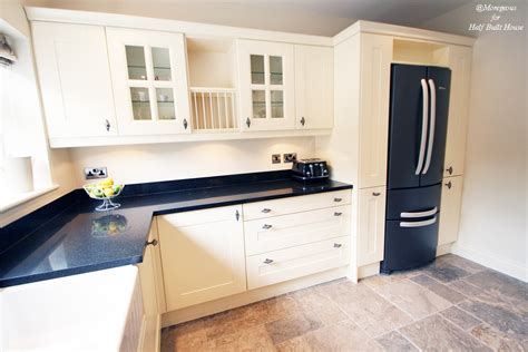 kitchen with cream cabinets hbh eastbourne an english shaker cream kitchen with a